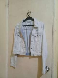 FOREVER 21 LIGHTWASHED DISTRESSED DENIM JACKET