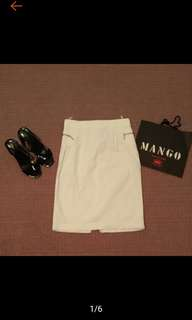 🚚 MANGO 時尚 經典白 高腰 合身 膝下窄裙