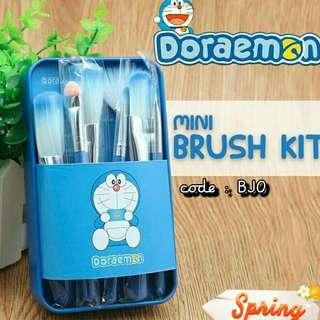 Mini brush doraemon