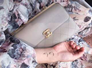 簡潔粉灰chanel袋