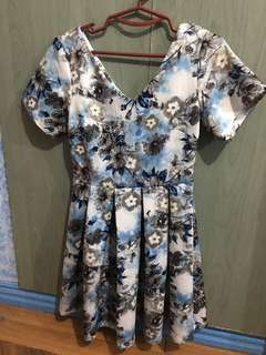 Floral dress small something borrowed