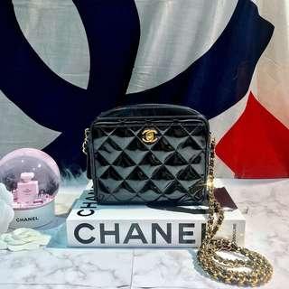 Vintage Chanel黑色漆皮菱格mini camera bag 16x15cm