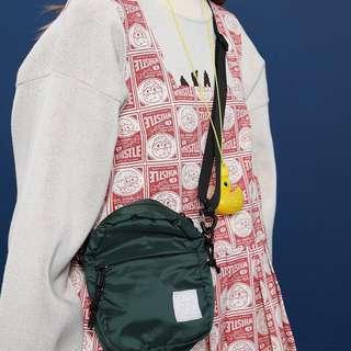 Tyakasha 防潑水材質側背小包 紅色