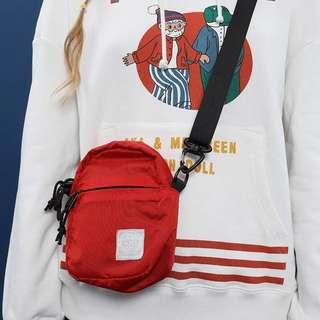 🚚 Tyakasha 防潑水材質側背小包 紅色