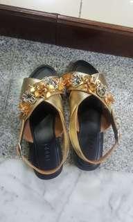 Sandal Luppe (mirip Pvra) size 40