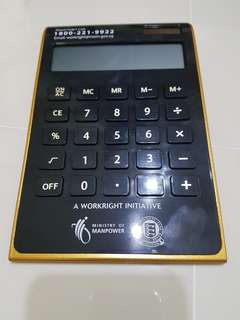 Self standing calculator