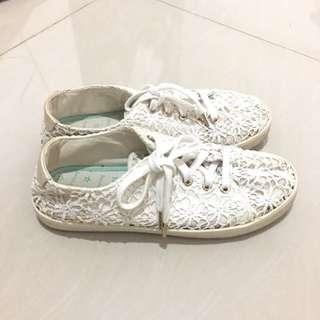 Bershka sneakers sepatu lace bunga putih