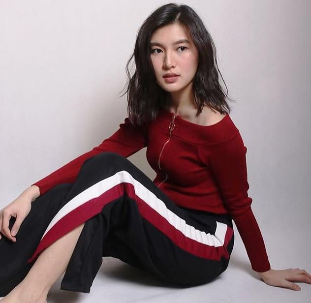 52da5f65 IN STOCK BN Garterized Track Pants with Slit, Women's Fashion, Clothes,  Pants, Jeans & Shorts on Carousell