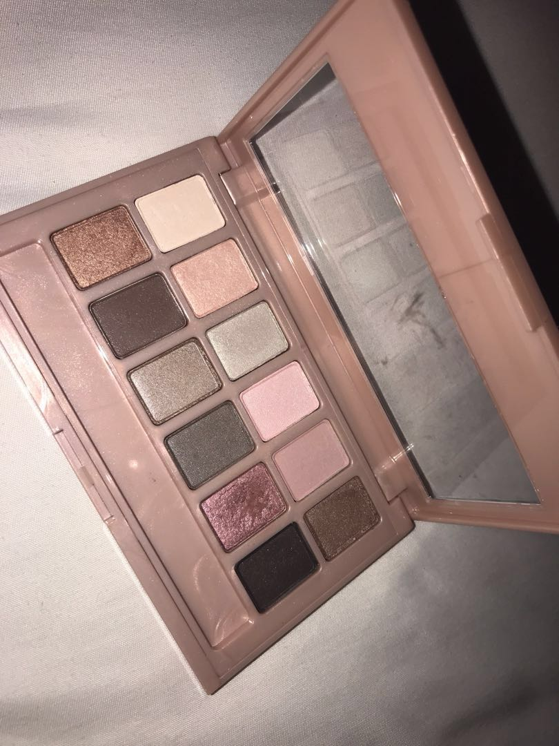 maybelline 'the blushed nudes' eyeshadow palette, Health & Beauty, Makeup on Carousell