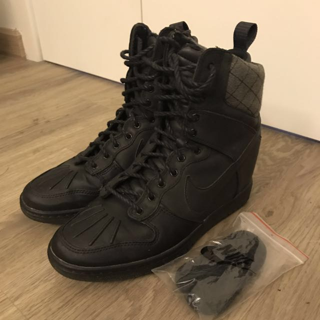 the latest ee7bb eee1c Nike dunk sky high sneaker boot, Women s Fashion, Shoes on Carousell