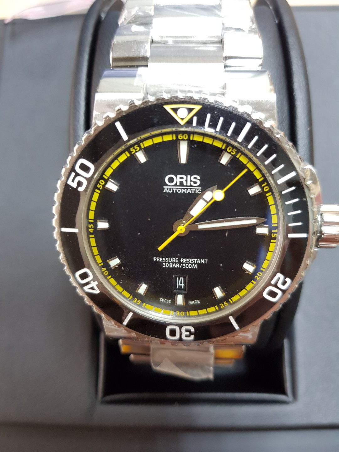 affa8639d Oris Diving watch, Men's Fashion, Watches on Carousell
