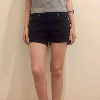🚚 Uniqlo 黑色短褲
