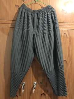 ISSEY MIYAKE深灰色 縮口褲型