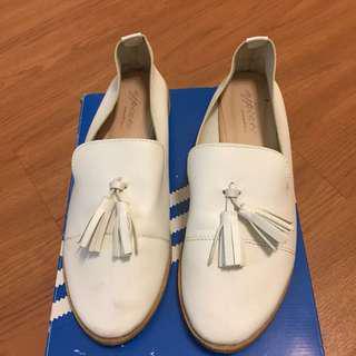 🚚 流蘇白色平底鞋