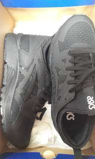 sport shoes - new
