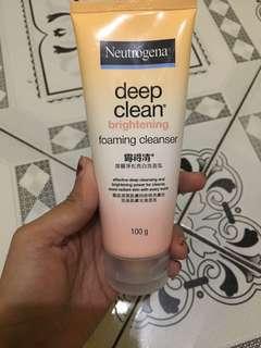 Neutrogena Brightening Facial Foam Cleanser