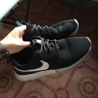 🚚 Nike