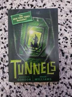 [Novel] Tunnels by Roderick Gordon & Brian Williams