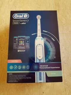 BNIB Oral B Smart Series 7 electric tooth brush