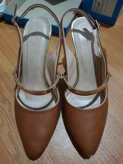 High heels coklat. Cantikk.. 38. Yongki komaladi