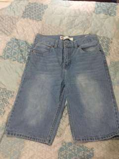 Levi's Capri pants/shorts