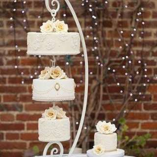 Affordable Chandelier Cake with FREE cupcakes