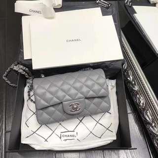 灰色chanel袋
