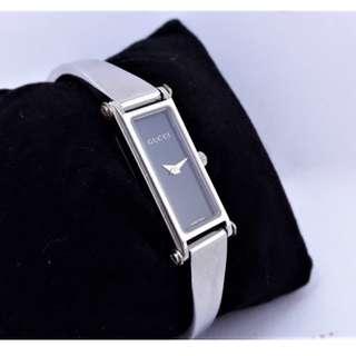 【Jessica潔西卡小舖】正品GUCCI (1500L)黑面細長方型時尚石英女錶