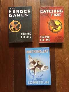 HUNGER GAMES Trilogy with box