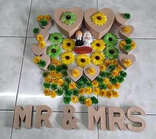 WEDDING MATERIALS AND DISPLAYS