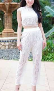 1 set white top and lace pants
