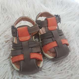 🚚 Kid shoes size 21