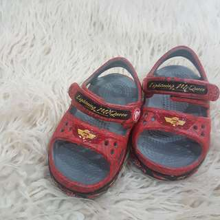 🚚 Kid shoes size 4