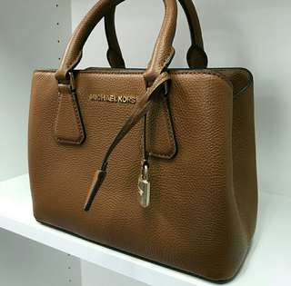 Ready stock Michael kors Camille Brown small satchel