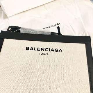 Balenciaga 巴黎世家 navy pochette