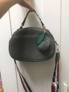 🚚 灰色手提+肩背包(可議價)