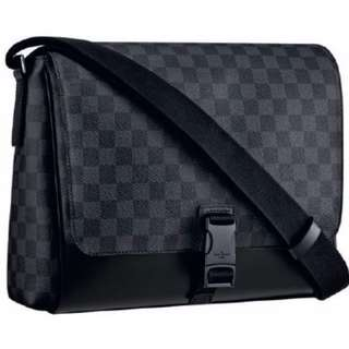 -70% Louis Vuitton Messenger Bag