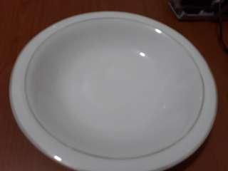 Piring porcelain