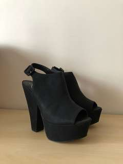 LIPSTIK - Grizzy Black Wedge Heels