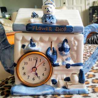 DECORATIVE TEA POT WITH CLOCK