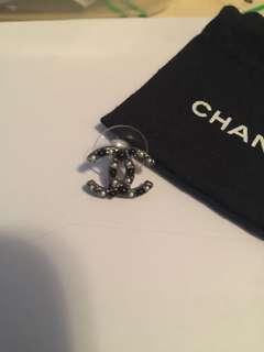 Chanel 黑白珍珠一隻