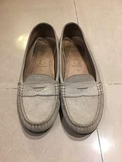 🚚 [二手]專櫃ecco 真皮 米色金色 麂皮 超舒適 娃娃鞋/ 休閒鞋/樂福鞋