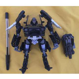 transformers deluxe barricade dotm dark of the moon with mech tech weapon