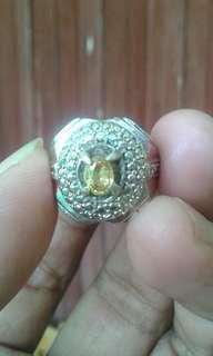 Permata yellow sapphire selon srilanka. Natural asli. Batu kecil nya telor cicak warna bagus dan bersih.