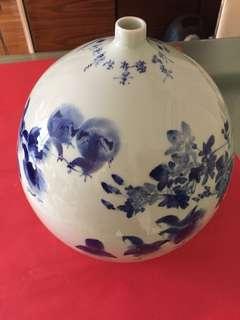 精緻景德鎮青花瓶:[高級工藝師徐燈義作品(趣)] ; 如相片所示