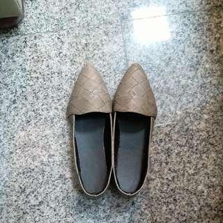 尖頭平底休閒鞋