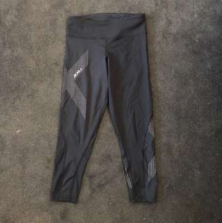 Women's 2xu crop compression tights size S