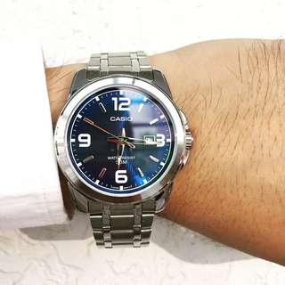 🚚 CASIO 鋼錶帶藍色大錶徑 防水50M 日期顯示