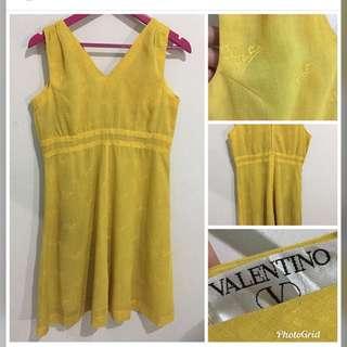 Auth valentino m-semi L ( care tag removed)