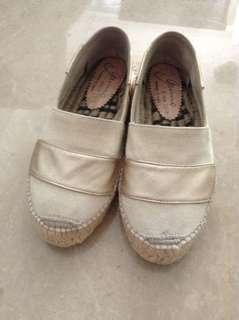 Sepatu Canvas Spain